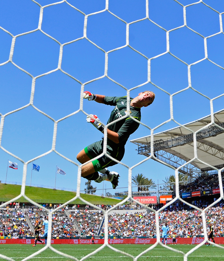 Joe Hart dives acrobatically