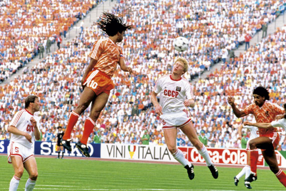 Gullit scores the opener in the final against the Soviet Union