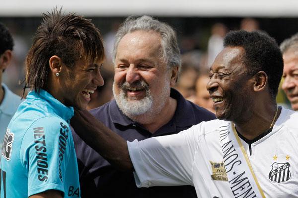 Neymar Pelenin cavabını verdi