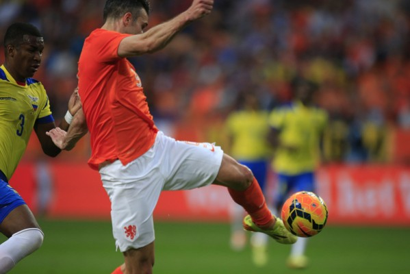 Van Persie scores with chest trap and volley - World Soccer