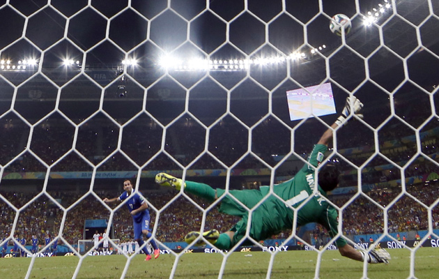 Costa Rica win penalty shootout