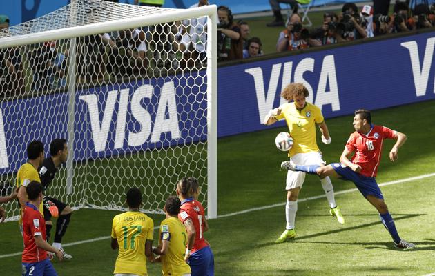 David Luiz scores against Chile