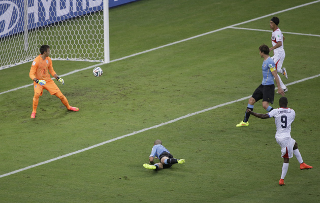 campbell-goal-uruguay
