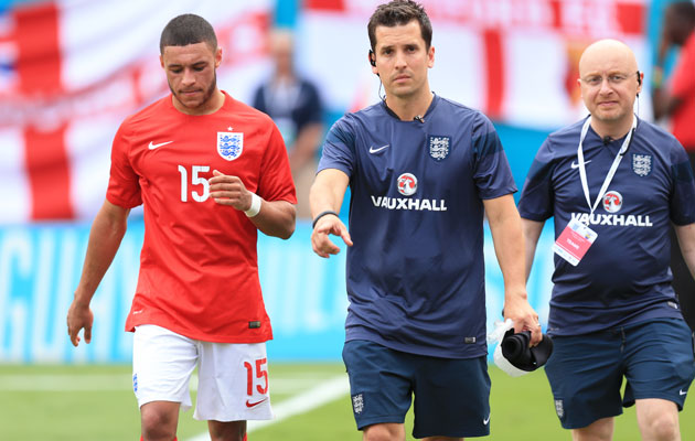 England concerned over Oxlade-Chamberlain injury