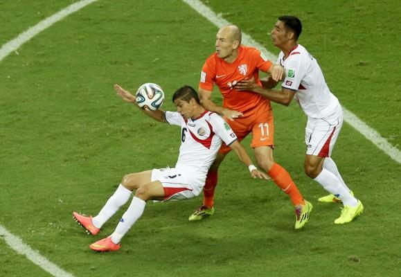 Brian Glanville: Pensiun Robben menyoroti malaise Belanda