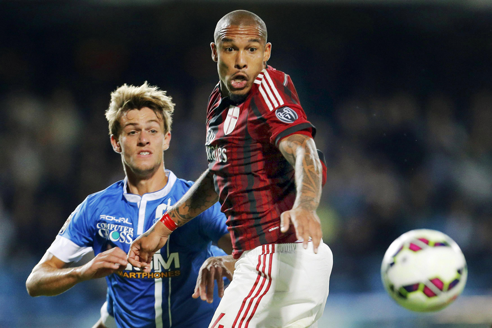 AC Milan's De Jong and Empoli's Rugani fight for the ball during their Italian Serie A soccer match in Empoli