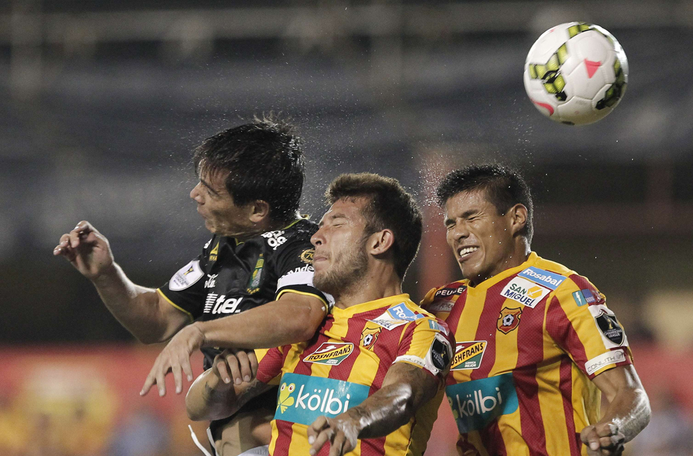 Gonzalez of Mexico's Leon fights for the ball with Calvo and Granados of Costa Rica's Club Sport Herediano during their CONCACAF Champions League soccer match in Heredia City