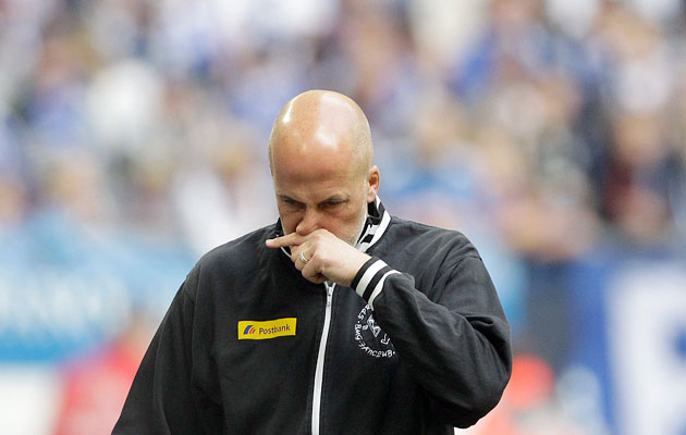 Michael Frontzeck has quit as coach of Hannover after a disappointing first half of the season.