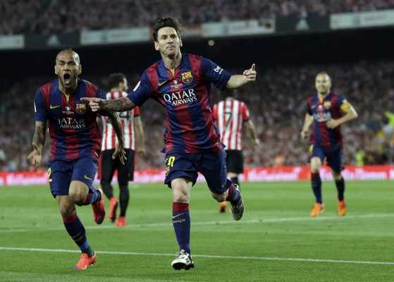 Amazing solo goal by Messi in Spanish Cup Final. - World Soccer