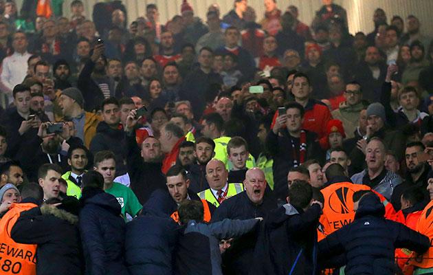 Man United Fans Fight 103