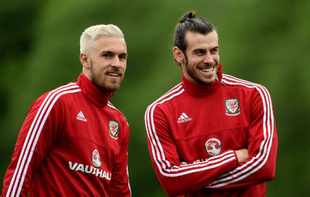 Aaron Ramsey and Gareth Bale train for Wales