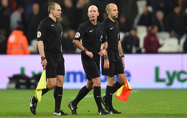 Mike Dean referees