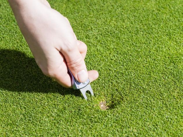 Golfer trung học phổ thông lỡ US Open vì bị phạt 2 gậy do sửa vết dấu bóng ở ngoài green