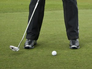 how to putt on wet greens