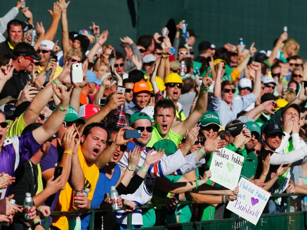 An takes Phoenix Open lead in front of record 204906 fans