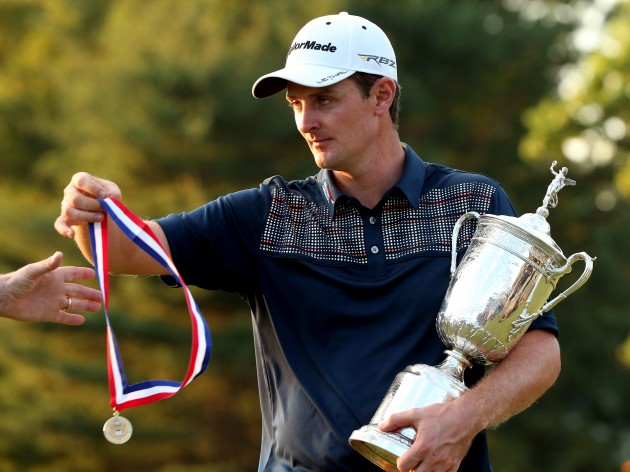 Justin Rose with the US Open trophy and the Jack Nicklaus Medal. Credit: Getty Images