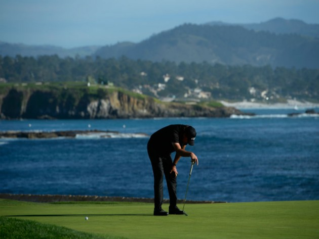 Phil Mickelson reacts after missing a birdie putt on the 18th green that would have forced a playoff against Vaughn Taylor