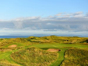 TROON, SCOTLAND - JULY 30:  The 123 yards par 3, 8th hole 'Postage Stamp' on the Old Course at Royal Troon the venue for the 2016 Open Championship on July 30, 2015 in Troon, Scotland.  (Photo by David Cannon/Getty Images)