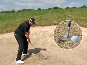 Shane-Lowry-plugged-bunker