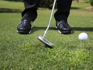 How to play the toe putter chip