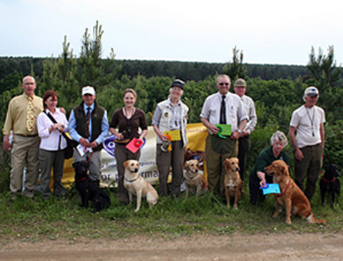 The award winners and judges from the intermediate / novice cold game gundog test.
