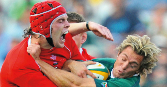 Alun Wyn Jones getting a little too close for comfort