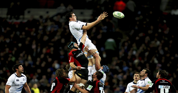 Devin Toner using his height advantage