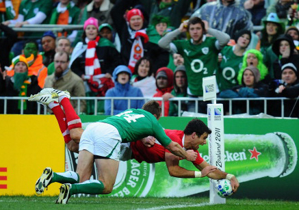 Mike Phillips scores a try