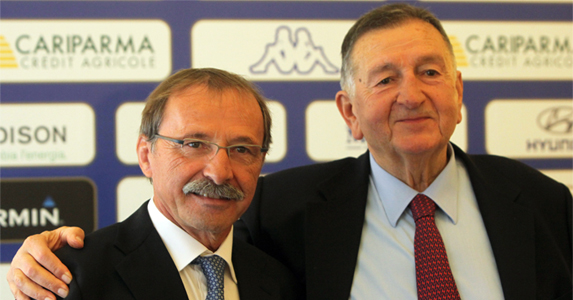 Italy's new coach Jacques Brunel (L) and president of the Italian rugby federation Giancarlo Dondi