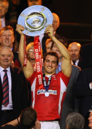 Wales captain Sam Warburton holds aloft Wales' 20th Triple Crown