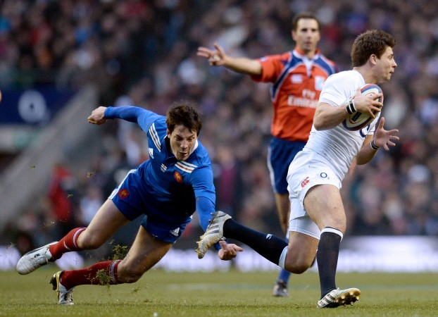 Hot-footed: Ben Youngs slinks scuttles past Francois Trinh-Duc