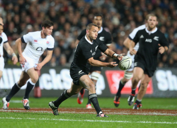 Give it some Aaron: All Blacks fly-half Aaron Cruden tests England's defence