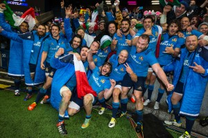 Italy players celebrate with their supporters 28/2/2015