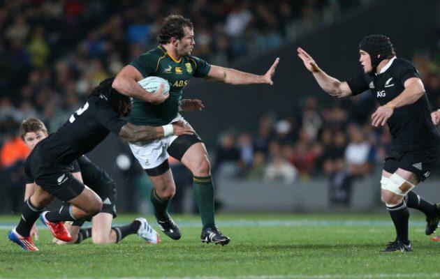 Bismarck du Plessis taking on the NZ defence