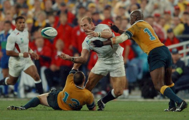 Lawrence Dallaglio makes an offload during the 2003 RWC Final