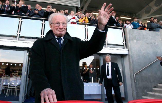 Ex Ireland international Jack Kyle receives a standing ovation at Ulster
