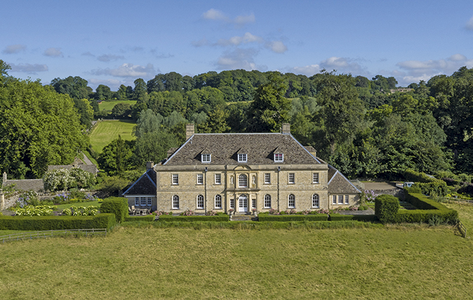 Country houses for sale in the cotswolds country life for Country mansion for sale