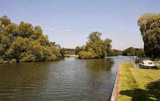 river thames house for sale large