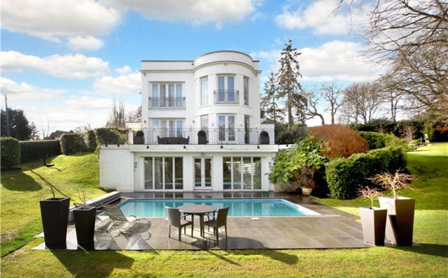 Modern mansion in surrey for sale Houses for sale in london with swimming pool