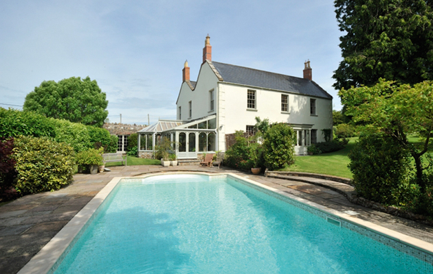 Perfect properties with swimming pools for sale country life - Houses in england with swimming pools ...