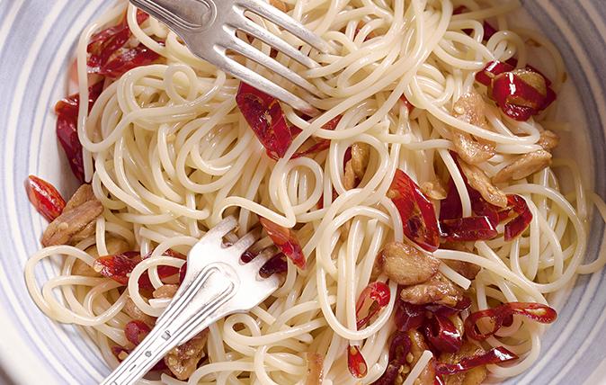 Spaghetti al aglio e peperoncino