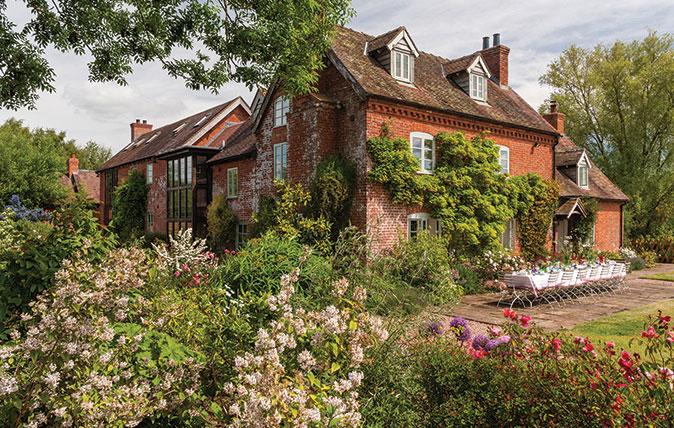 The best garden designers in britain from country life 39 s for Best garden design books uk