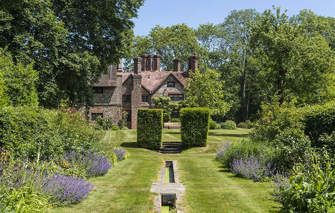 A magnificent surrey manor house that boasts gardens by gertrude jekyll for Gertrude jekyll gardens to visit