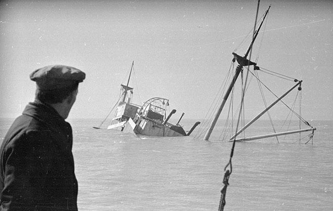 A ship sinking at Goodwin Sands