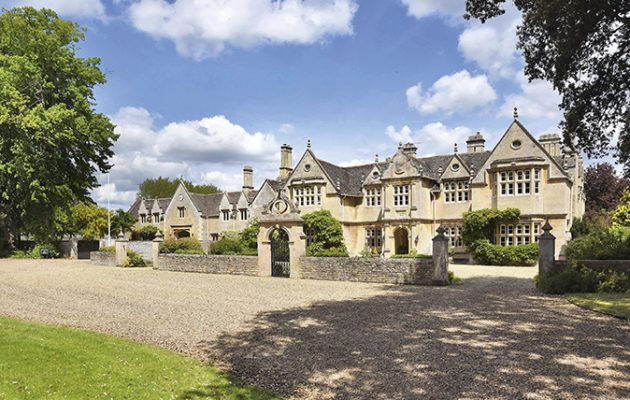 The Country House With The Finest Jacobean Fa 231 Ade In