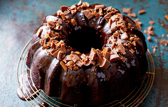 How to make chocolate bundt cake with salted caramel icing