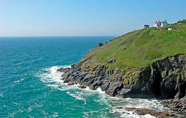 Living on The Lizard: Two hilltop houses on Britain\'s most southerly ...
