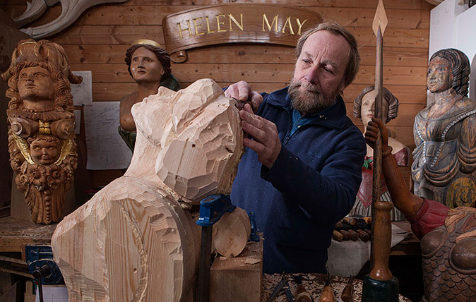 Andy Peters, Ship Figurehead Carver, photographed in his studio at Waterperry Gardens, Oxfordshire. ©Richard Cannon/Country Life Picture Library