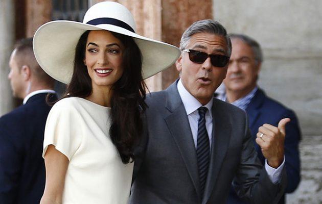 Wear A Hat To Wedding