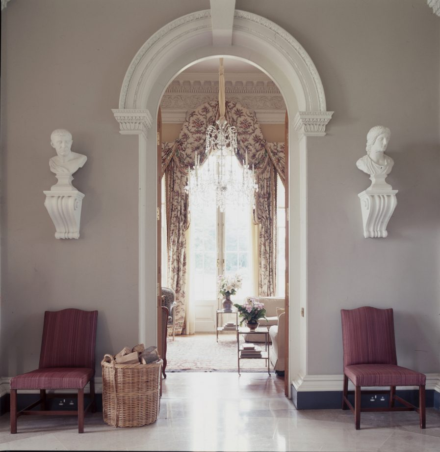 The interior of Henry Hall in Cheshire. The house was built in 1984–86, the result of a collaboration between the patron Sebastian de Ferranti, the architect Julian Bicknell and the artist Felix Kelly, all of whom took inspiration from Palladio.